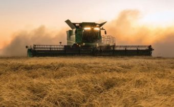 HOW DATA-DRIVEN JOHN DEERE WINS THE MARKET